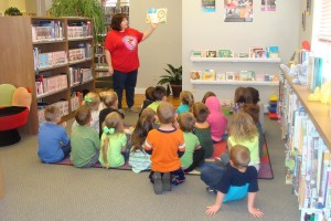 kids listening to a story read by the librarian